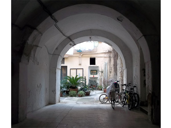 One of the many hidden courtyards