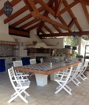 Outdoor eating area at Villa Capo Santa Fortunata