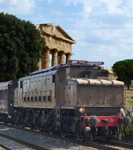 vintage-train-feature