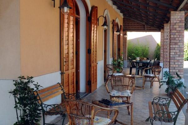 villa-graziella-patio